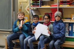 PTSGroup_KALLE-macht-Schule_Die-Schulkinder-aus-der-Uphuser-Straße-freuen-sich-über-KALLE